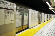 韓国では全駅設置…日本の鉄道ホームドア事情
