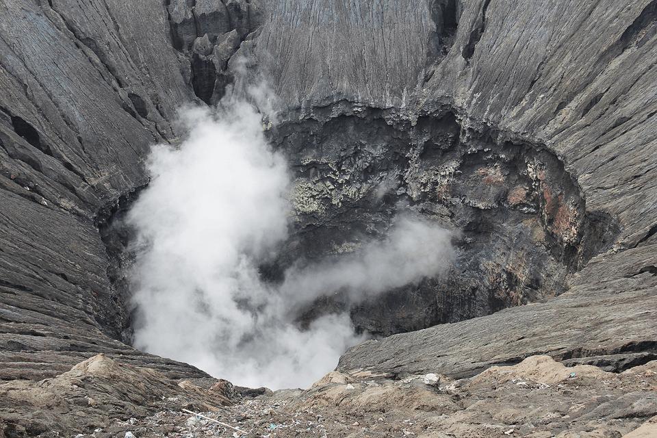 日本で火山活動が起こるメカニズムとは?