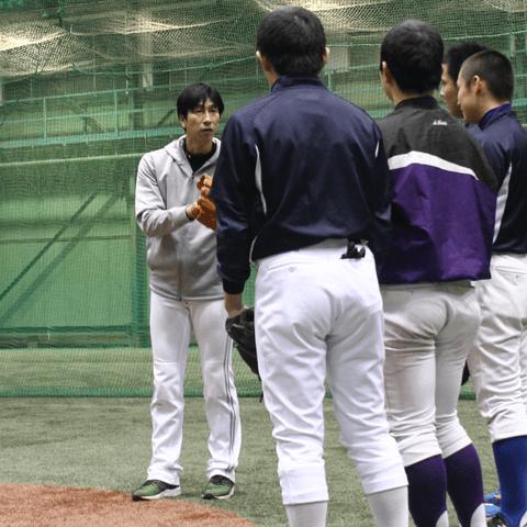 """引退後の第2の人生。ちびっ子球児と触れ合う本間満氏が本気で伝えるのは""""野球の楽しさ"""""""